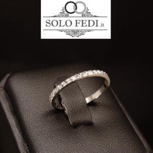 Fedina sottilissima con lavorazione diamantata in argento rodiato a Torino